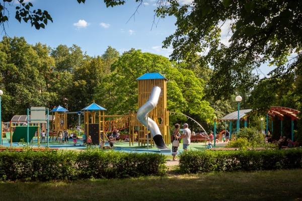 Dětské hřiště v parku Fibichova