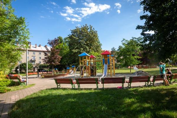 Dětské hřiště v parku za Lučinou