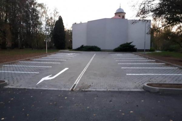 Parkoviště za kostelem sv. Anny v Havířově