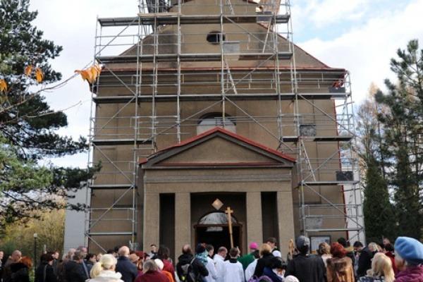 Uložení dokumentů do věže kostela sv. Anny