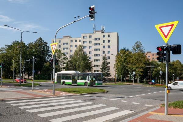 Na křižovatce u hotelového domu Merkur v Havířově, už svítí semafory