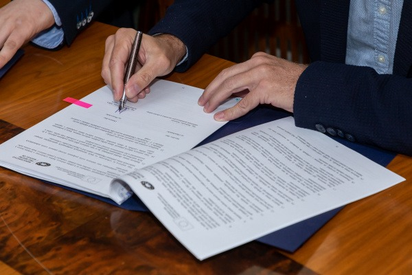 Podpis smlouvy se zhotovitelem rekonstrukce přednádražního prostoru