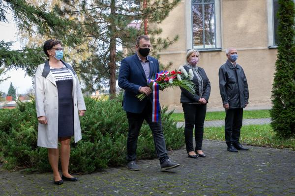 Pietní akt u příležitosti připomenutí 102. výročí Dne vzniku samostatného Československa. Tradiční pietní akce byly zrušeny
