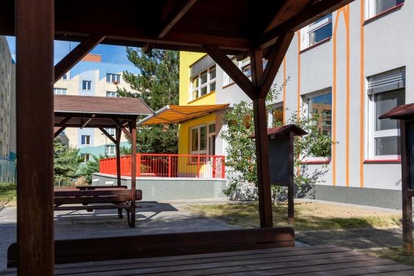 Mateřská škola Moravská v Havířově prošla rekonstrukcí a nově má i zelenou střechu
